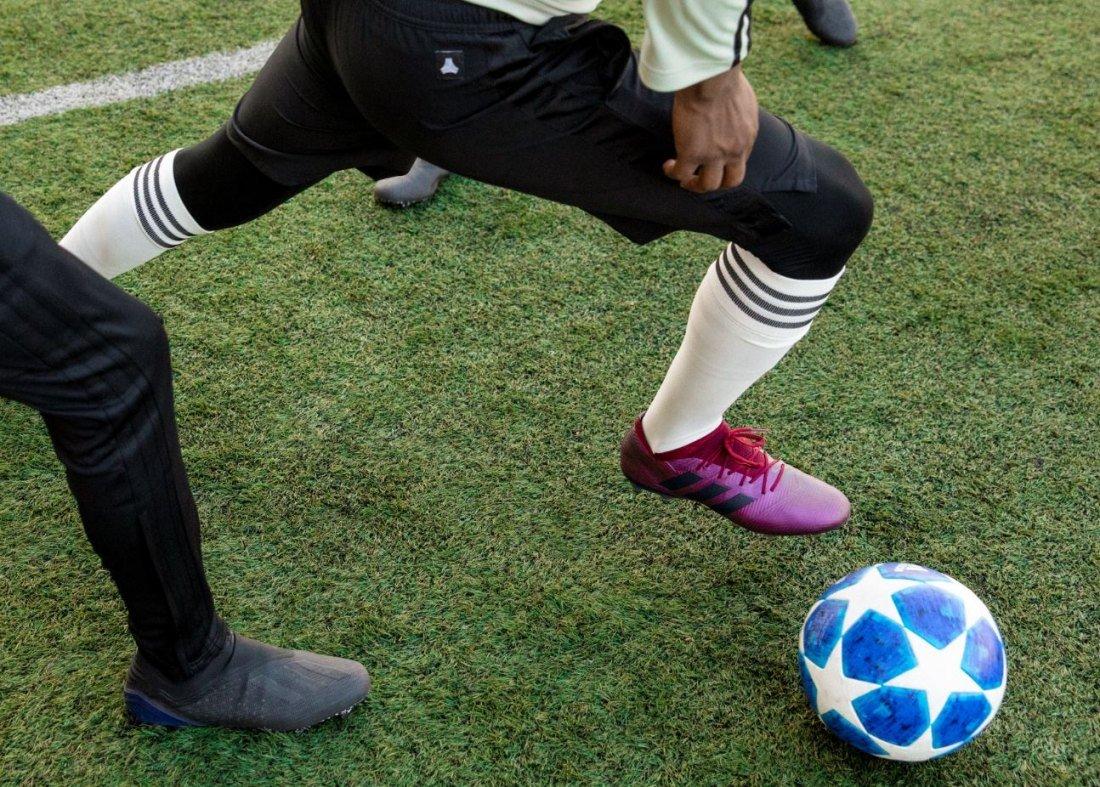 Una apuesta segura de Adidas y que promete elevar el confort de los botines  de fútbol ... 5e26d899816ad